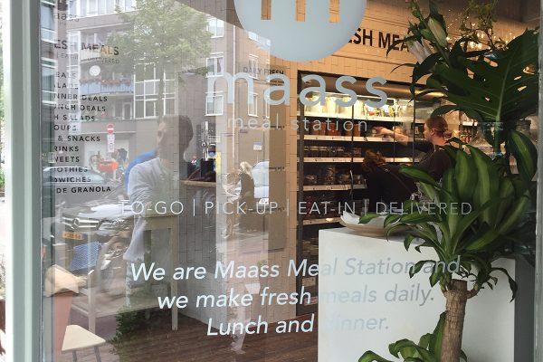 maass mealstation raambelettering2